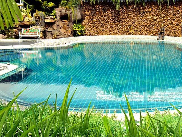 การดูแลรักษาหลังคาสระว่ายน้ำ
