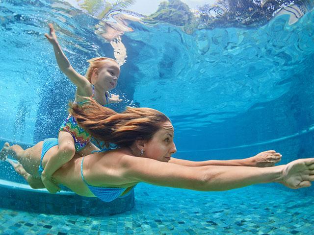 ออกกำลังกายด้วยการว่ายน้ำมีประโยชน์อย่างไรบ้าง